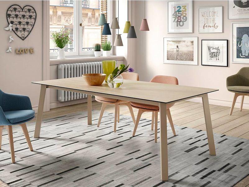 content_Un-tavolo-in-cucina-per-un-arredamento-contemporaneo