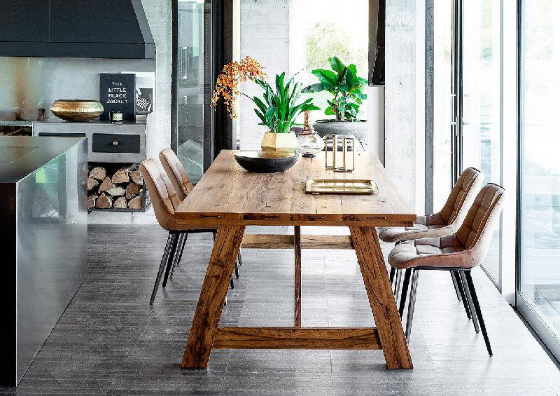 content_Un-tavolo-in-legno-in-cucina